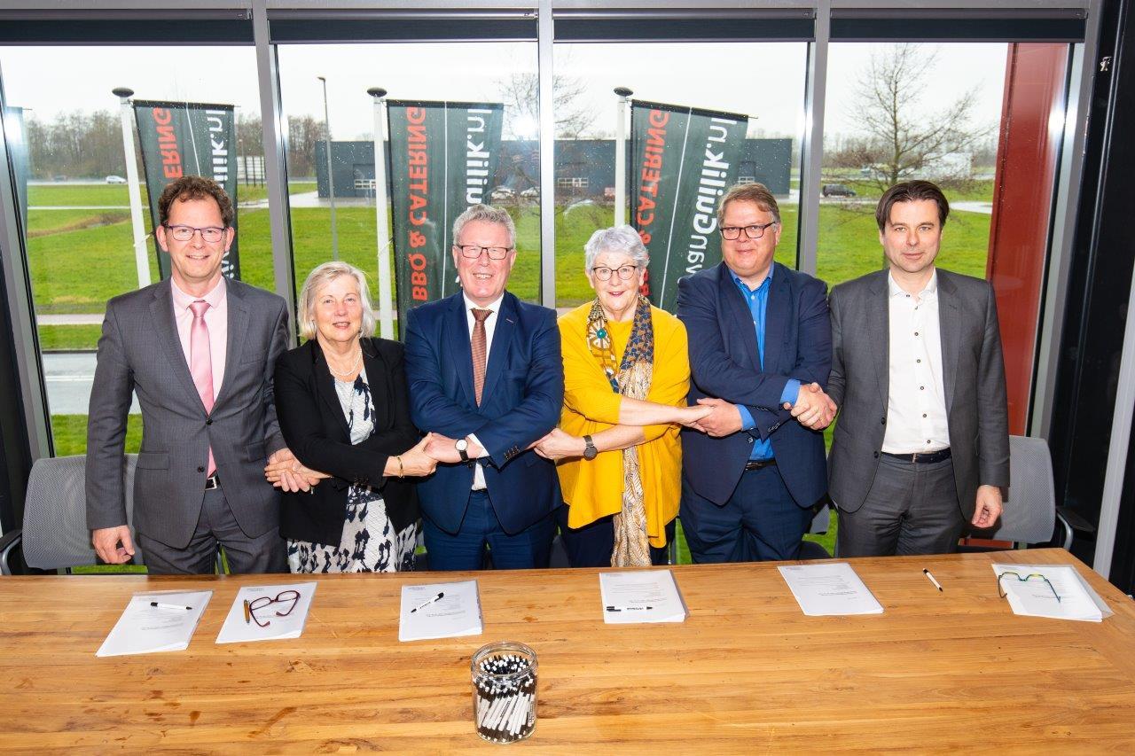 De provincie Gelderland heeft een samenwerkingsovereenkomst ondertekend met de gemeenten Hattem, Heerde en Oldebroek, Rijkswaterstaat en Ontwikkelingsmaatschappij Hattemerbroek B.V.
