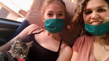 Selena en Fran namen katje mee uit Peru, maar morgen moet het spuitje krijgen