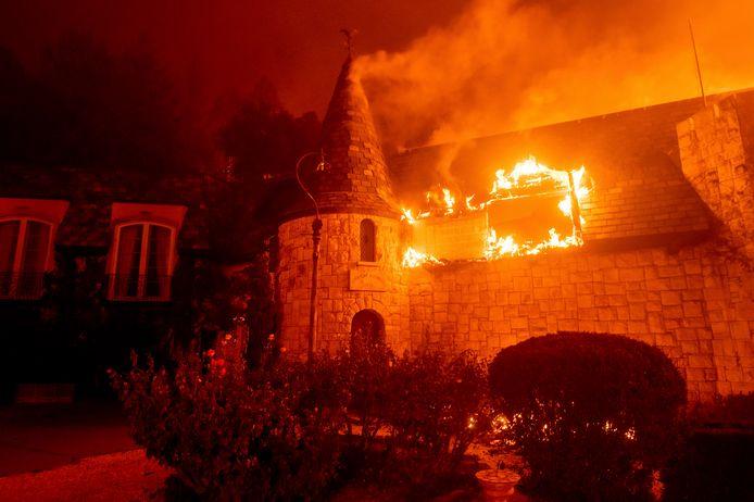 Wijnmakerij Chateau Boswell staat in brand.