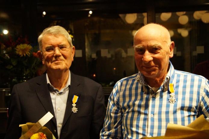 Noud Maas en Henri Scheepers (rechts) ontvangen koninklijke onderscheiding
