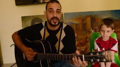 VIDEO. Iraakse muzikant Saif zingt Mia van Gorki in het Nederlands