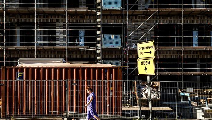 Amsterdam gaat de komende jaren meer sociale ¿en middeldure huurhuizen bouwen.