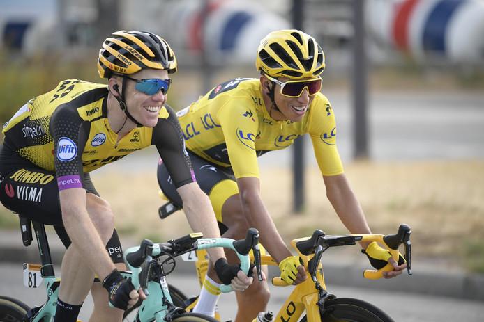 Steven Kruijswijk (links) en Tourwinnaar Egan Bernal.
