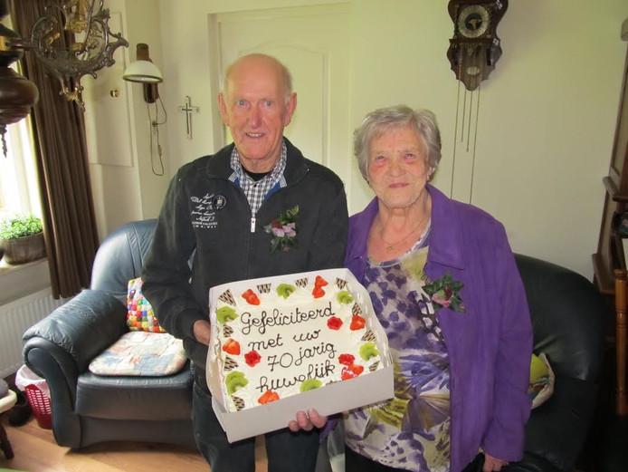 wie van het koninklijk huis is er vandaag jarig Taart van de koning bij 70 jarig huwelijk in Kloosterhaar  wie van het koninklijk huis is er vandaag jarig