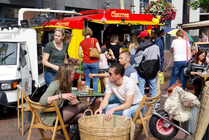 Het eerste foodtruckfestival trok bijzonder veel mensen naar het centrum van Hardenberg.