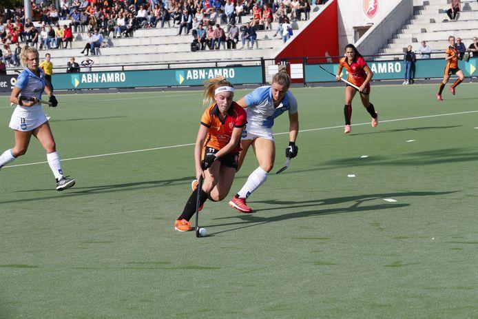 Oranje Rood boekte een eenvoudige overwinning op Hurley.