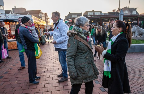 Het begin van de latrelatie tussen stad en ommeland:  in Groningen wordt gestemd