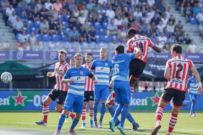 Het openingsdoelpunt in Zwolle kwam van het hoofd van Sparta-spits Ache.