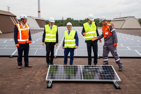 Eneco-CEO Iwein Goigne, Sam De Smedt (CD&V), waarnemend gouverneur van Oost-Vlaanderen Didier Detollenaere, burgemeester van  Gent Mathias De Clercq en CEO van ArcelorMittal Belgium Manfred Van Vlierberghe.