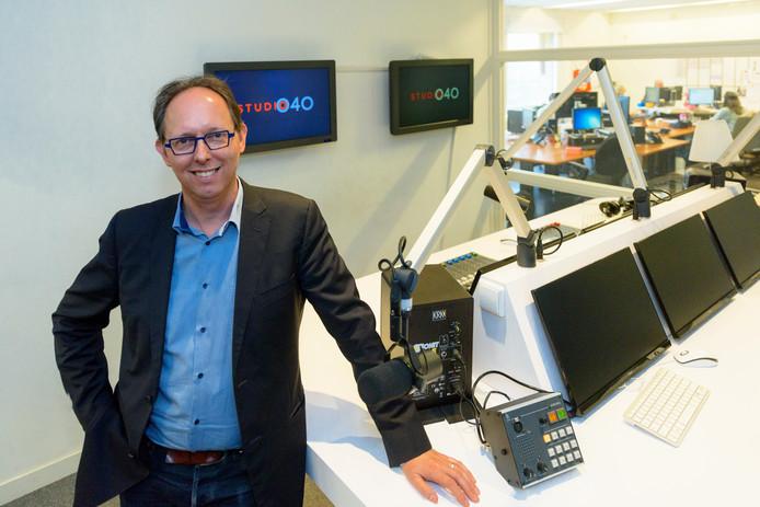 Michiel Bosgra van Studio 040 op de redactie van de omroep