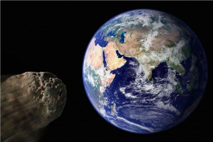 Volgens wetenschappers is er geen reden tot paniek. De asteroïde heeft een diameter van 0,7 kilometer en raast langs de aarde op een afstand die 28 keer groter is dan die tot de maan.