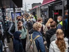 Chauffeurs in angst om overvolle studentenbussen: 'Dit is spelen met vuur, gaan wij per bus het coronavirus bezorgen?'