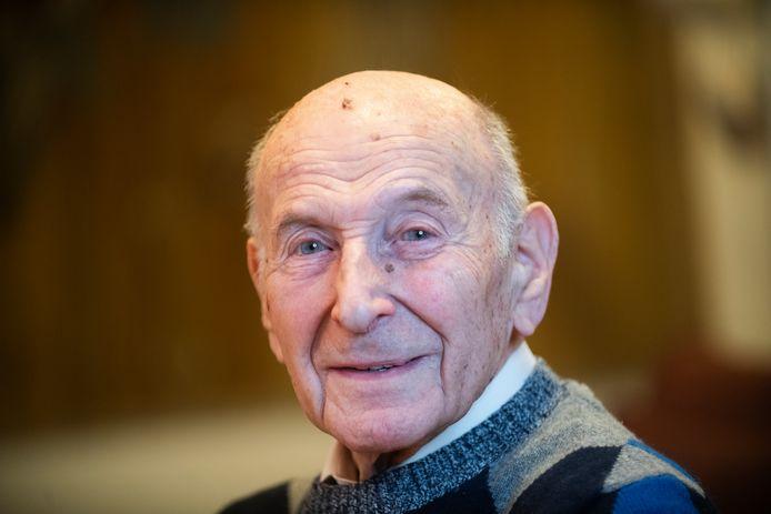 Sal van Son overleed zaterdag 4 april. De Apeldoorner werd 98 jaar.
