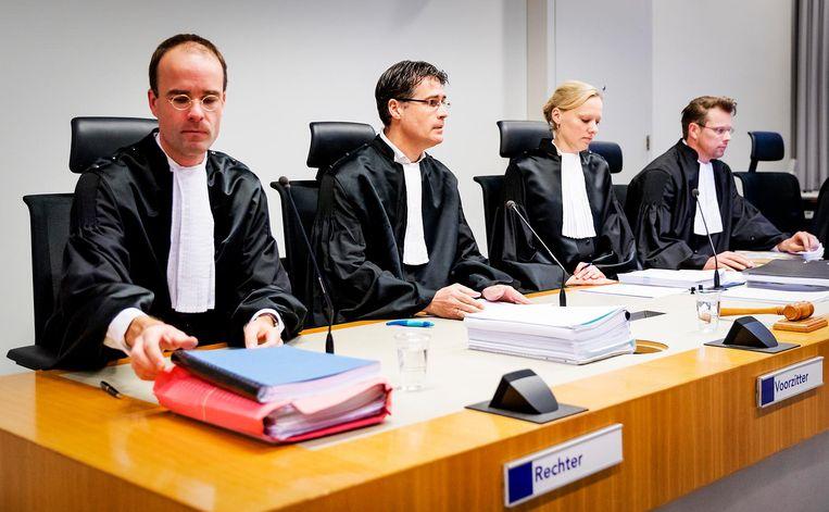 De rechters voorafgaand aan de inhoudelijke behandeling van de moordzaak tegen Mark de J. Beeld anp