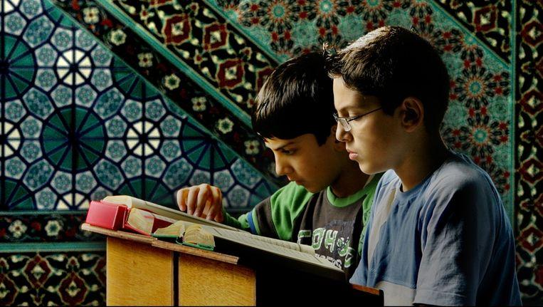 Jongens in de Rotterdamse Mevlana-moskee, Voor zover bekend zijn de jongens niet betrokken bij een van de moskee-internaten. Beeld ANP
