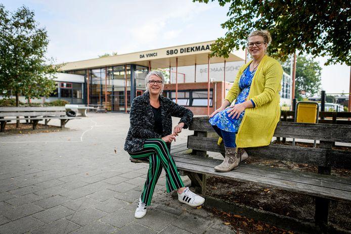 Locatiedirecteur Cindy Posthuma en leerkracht Wieke Stegink van Da Vinci Berkelland.
