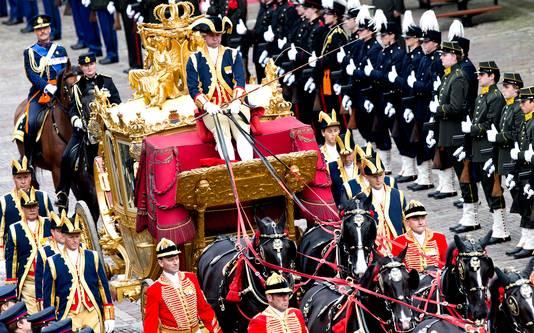 De Gouden Koets arriveert op Prinsjesdag op het Binnenhof.