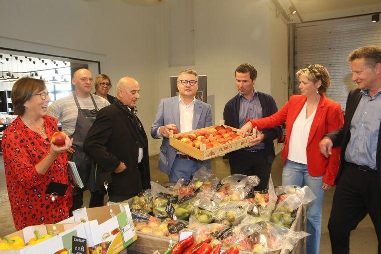Minister Van den Heuvel maakt bovendien bijkomende middelen vrij om appels en peren van bij ons extra te promoten op de binnenlandse markt