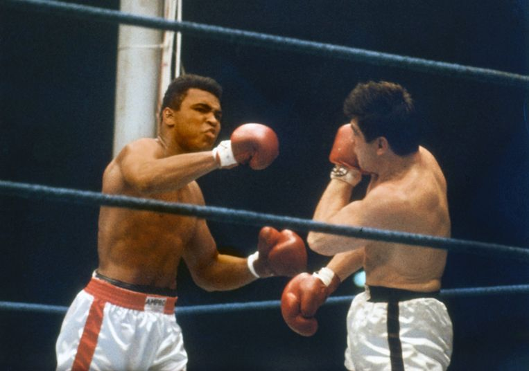 Ali vecht tegen de Duitser Karl Mildenberger. Beeld epa
