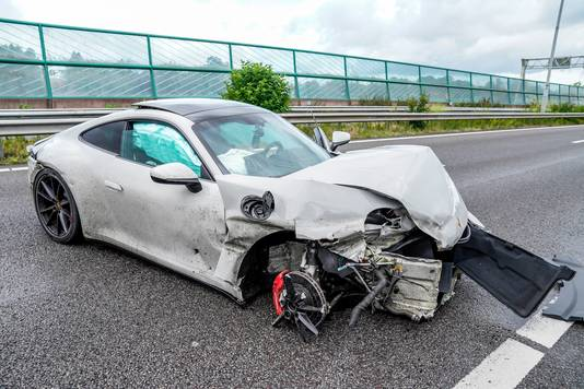 Het wral na de crash op de snelweg A27.