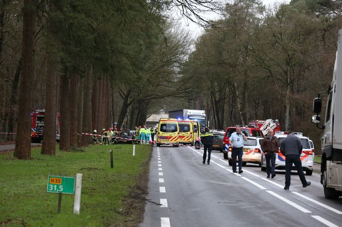 Het ernstige ongeval op de N35 bij Hellendoorn.