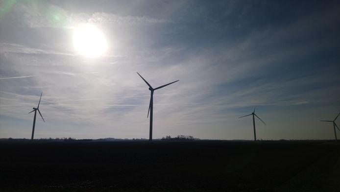Vanaf de A2 tot aan de eerste huizen van Hoenzadriel komen drie windmolens te staan. Foto ter illustratie.