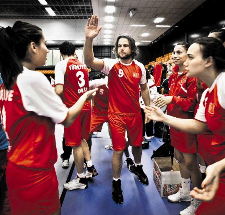 De spelers en speelsters van het Turkse nationale team zijn allemaal studenten. (FOTO ROGER DOHMEN) Beeld Roger Dohmen