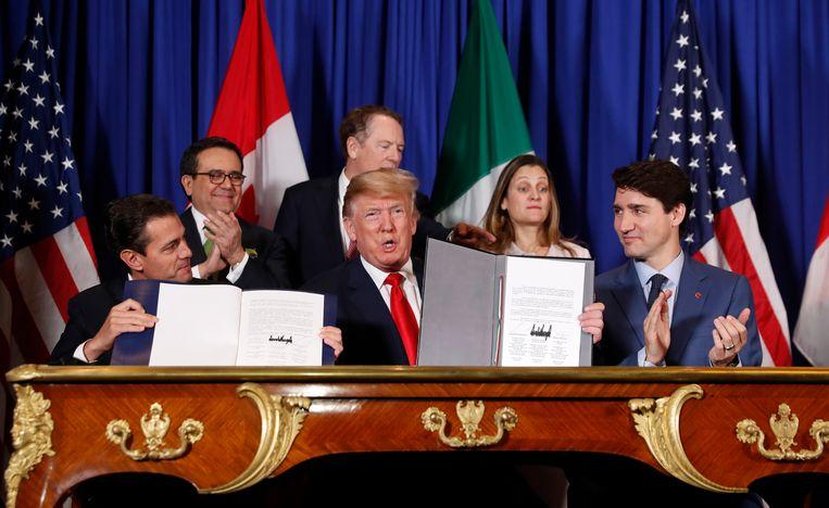 De aftredende Mexicaanse president Enrique Pena Nieto (L), de Amerikaanse president Donald Trump (M) en de Canadese premier Justin Trudeau (R).