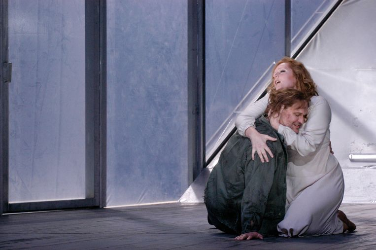 Eva-Maria Westbroek als Sieglinde en Robert Gambill als Siegmund in Aix-en-Provence in 2007. Beeld Elizabeth Carecchio