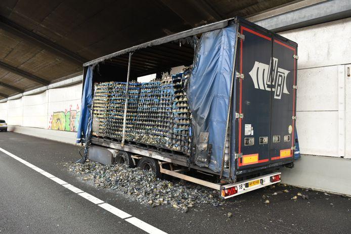 File op de A28 door brandende vrachtwagen.