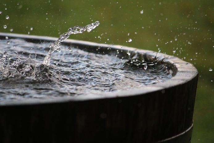 Regen weg laten lopen het riool in, is verleden tijd. Opvangen en gebruiken voor de besproeiing, is het devies.