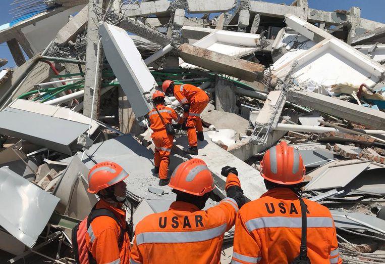 Zondagavond hoorden leden van het hulpteam iemand roepen onder het puin.