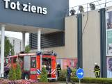 Brand op dak van woonwinkel bij woonboulevard in Breda