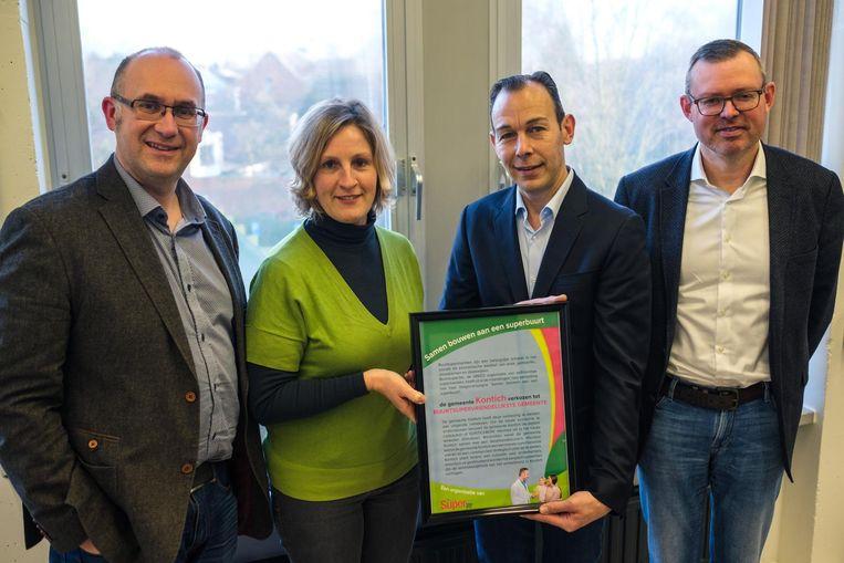 Burgemeester Bart Seldeslachts (N-VA), schepen Marleen Van den Eynde (N-VA), Kurt Van Turnhout en Luc Ardies (Unizo en Buurtsuper.be).