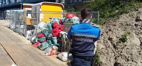 Dar ruimt alsnog vuilniszakken Handelskade op