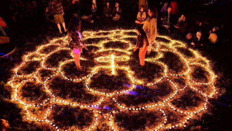 Een magische bindi van kleine lichtjes: in Ruigoord draait niemand zijn hand ervoor om Beeld Ruigoord