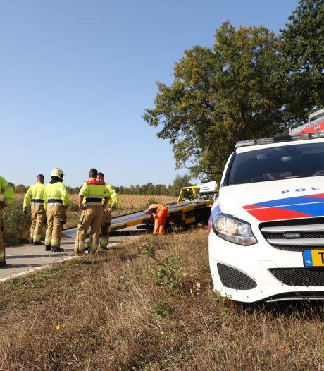 Vrouw slipt met auto over de weg en belandt in sloot van Sint-Oedenrode