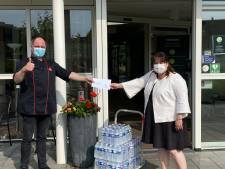 Goedbedoelde plastic flesjes water van Winterswijkse wethouder vallen verkeerd op social media: 'Gemiste kans'