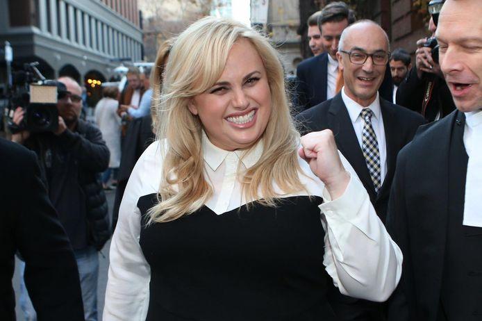 Rebel Wilson en 2017 à la sortie du tribunal en Australie: elle venait de remporter son procès pour diffamation contre Bauer Media.