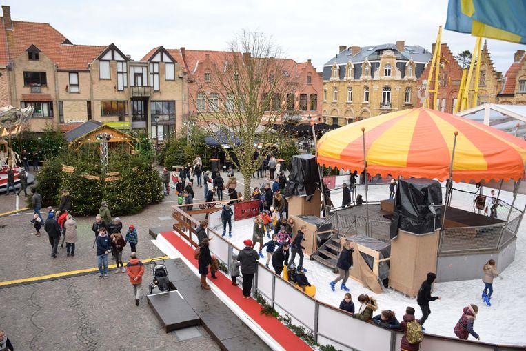 Veel volk op de schaatspiste tijdens Vrolijk Nieuwpoort
