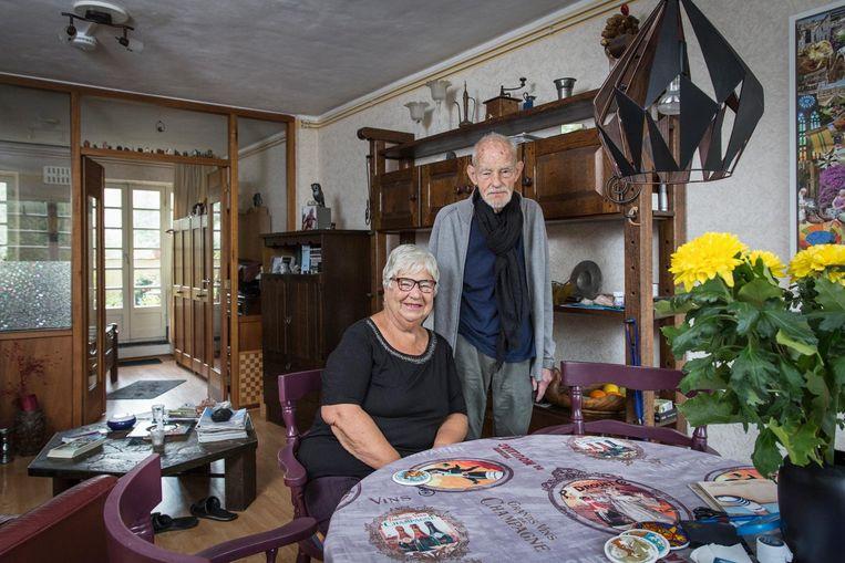 Wil en Henk Kaempff in de P.L. Takstraat. 'Tot nu toe lukt het nog.' Beeld Dingena Mol