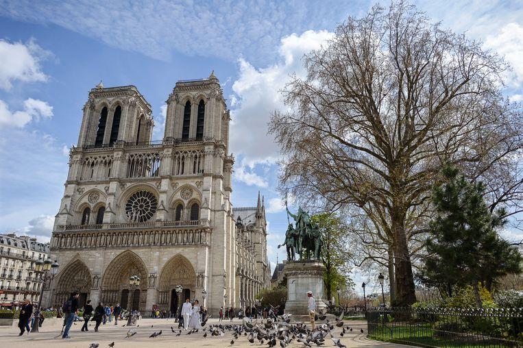 Het is een van de eerste gebouwen waarbij de zo typerende gotische luchtbogen werden gebruikt.
