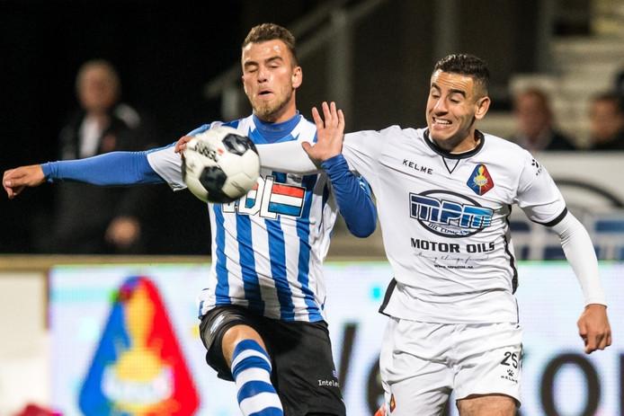 FC Eindhoven speler Thomas Horsten (l) en SC Telstar speler Oussama Zamouri (r)