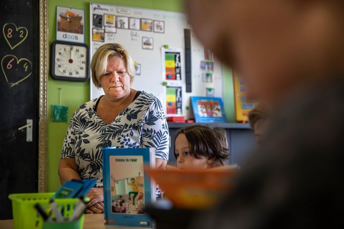 *Ellen Loomans* werkt al ruim 20 jaar op het toverkruid, haar school is dringend aan nieuwbouw toe.