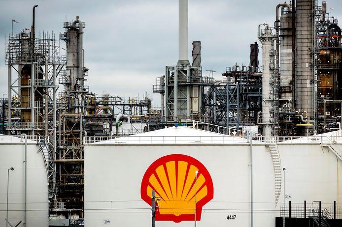 De raffinaderij van Shell in Pernis.