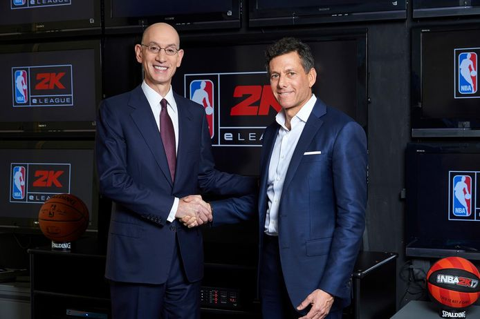 Adam Silver, patron de la NBA, et Strauss Zelnick, CEO de Take-Two, éditeur du jeu vidéo NBA 2K.