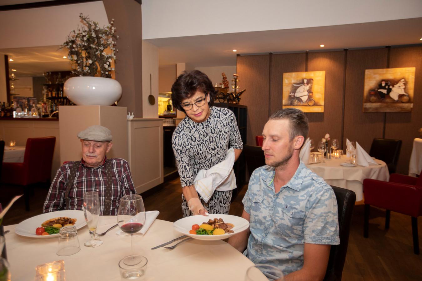 Maureen Liebregts is de sympathieke gastvrouw van restaurant Anno54.