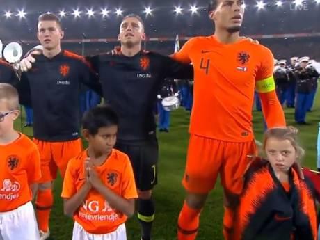 Virgil van Dijk wint harten na afgeven van trainingsjas aan Fieke uit Riel