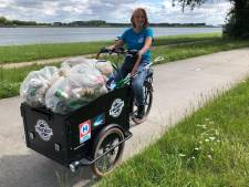 Angélique ruimt zwerfvuil in Rozenburg: 'Dierenleed is mijn grootste motivatie'