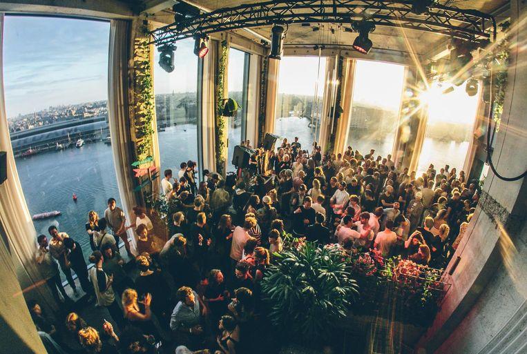 Een feestje bij de Loft in de ADAM toren Beeld Kirsten van Santen